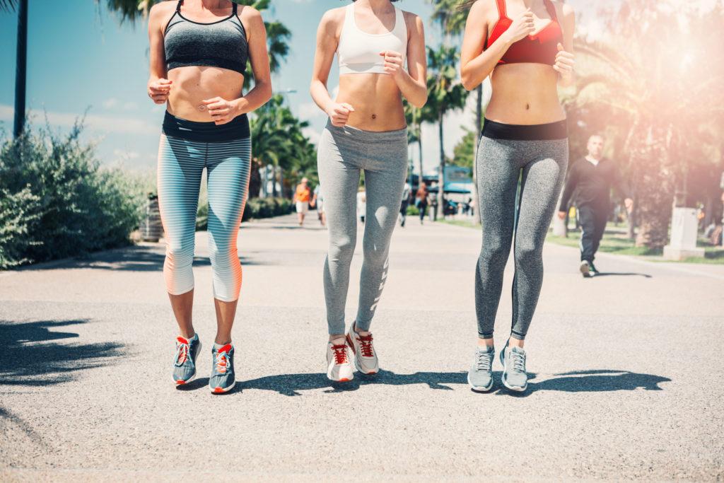 Courir pour avoir des abdos sculptés et brûler la graisse du ventre pour l'été