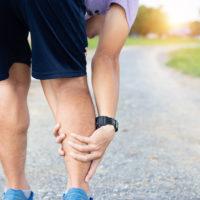Raideur aux jambes et aux mollets pendant la course à pied: que faire?